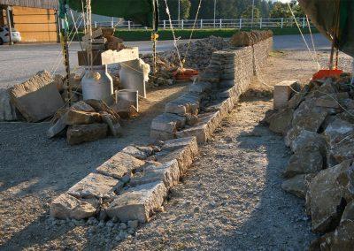 Mur de pierres sèches en fin d'après-midi d'automne