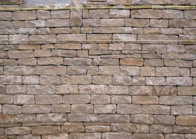 le-noirmont-parement-en-calcaire-jurassiques-de-la-dalle-nacree